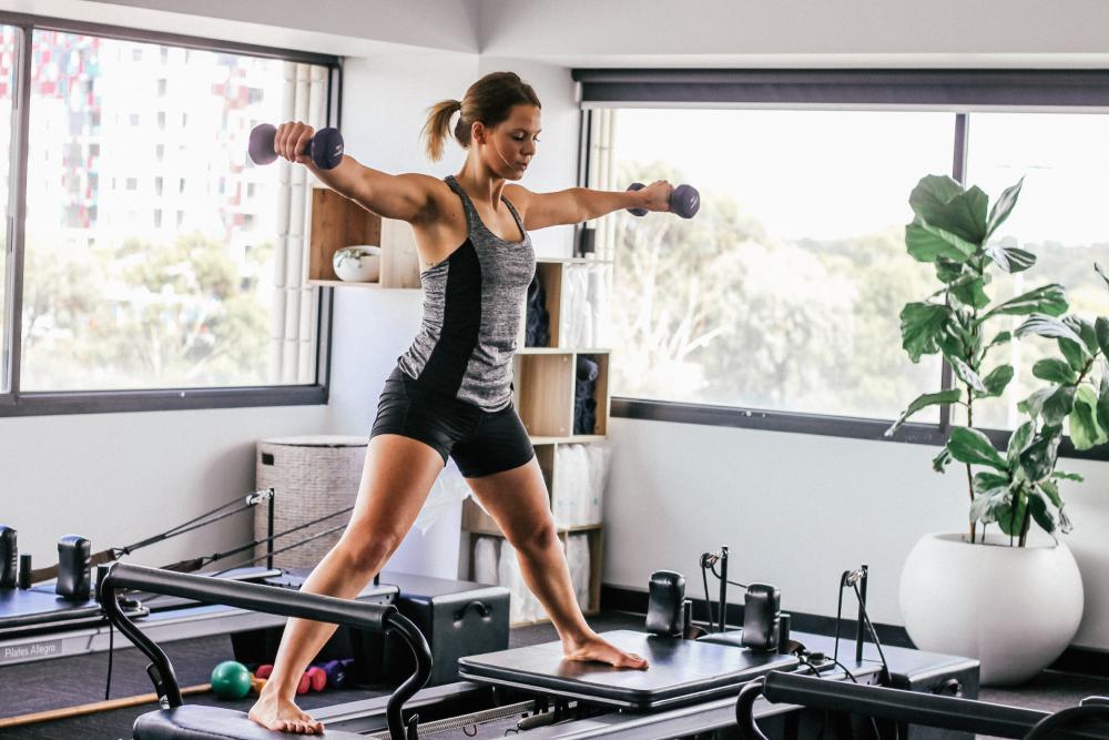 Питание при тренировках силовых: диета для похудения, как питаться во время набора мышечной массы, занятия на голодный желудок