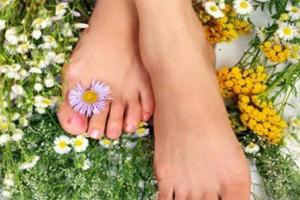 Почему появляются сильные отеки ног и как от них избавиться
