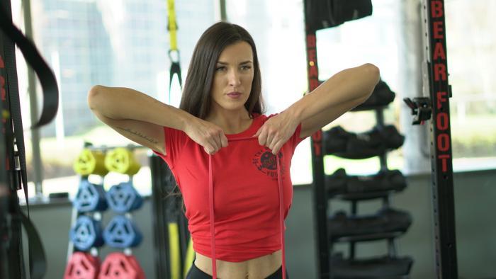 15 упражнений с дисками для глайдинга, как выбрать слайдеры, рекомендации к тренировкам
