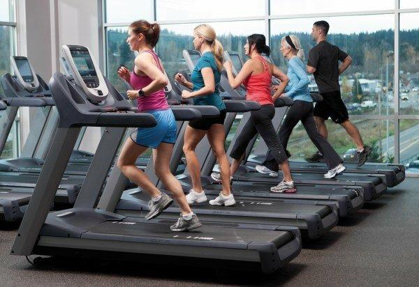 Ходьба на беговой дорожке для похудения: миф или реальность?