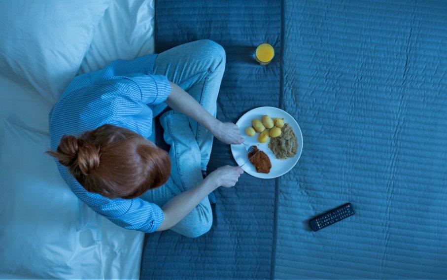 Что можно есть перед сном, а что нельзя: продукты для хорошего сна