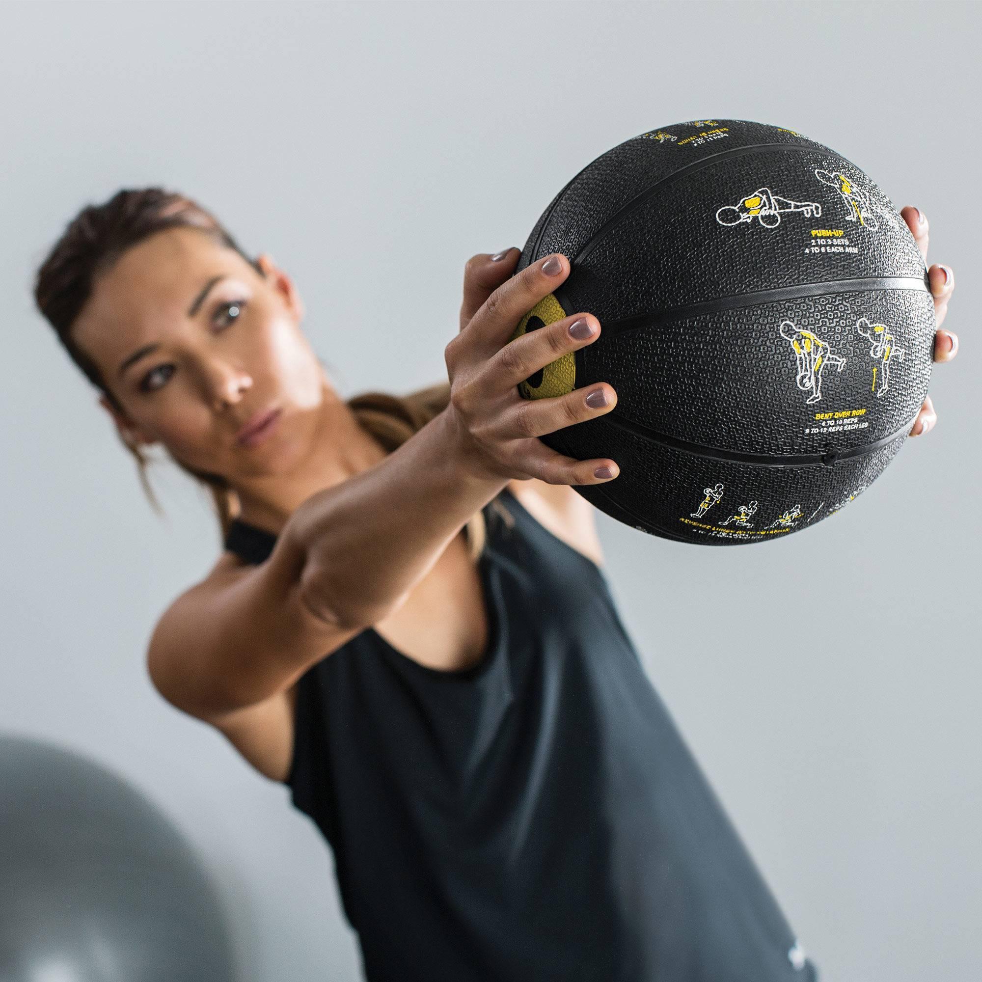 Упражнения с медболом – программа тренировок для женщин