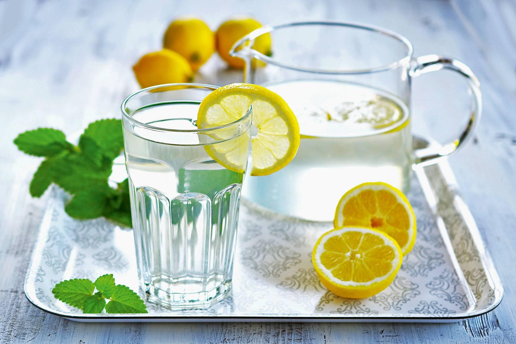Польза и вред воды с лимоном натощак