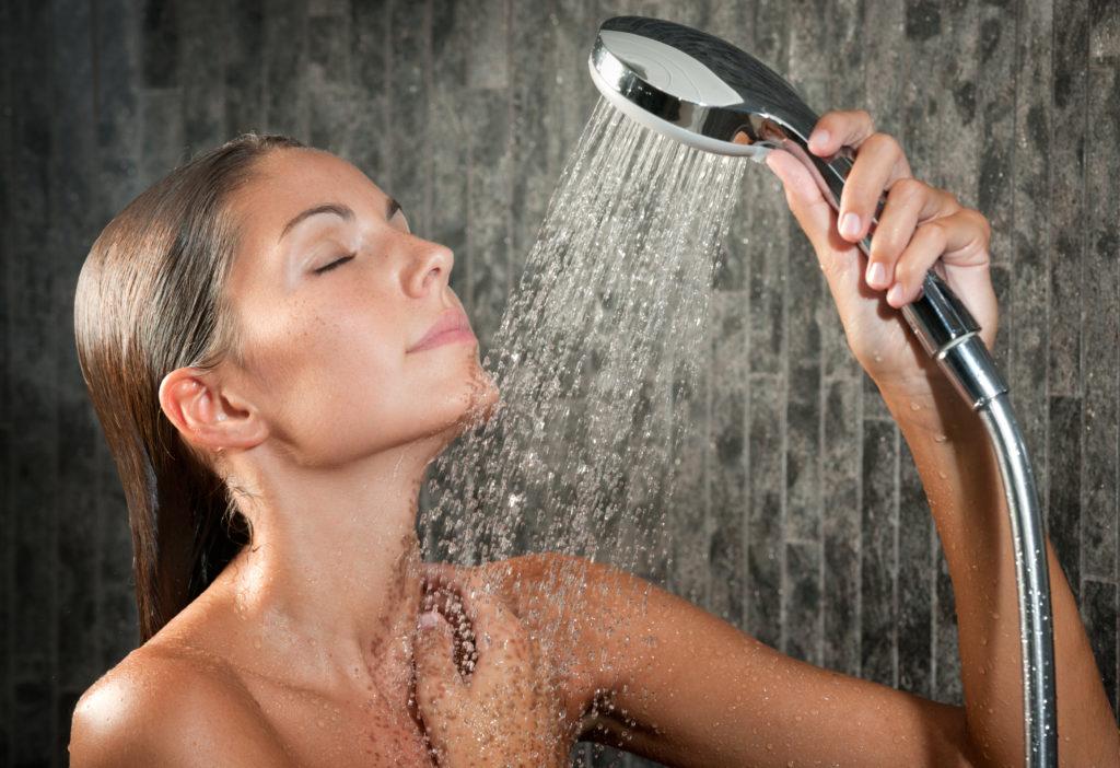 Можно ли обливаться холодной водой после тренировки. ледяной душ после тренировки