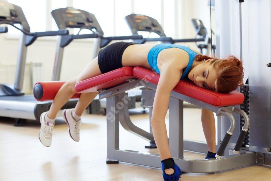 Можно ли при простуде заниматься спортом (тренироваться в спортзале, бегать): показания и противопоказания
