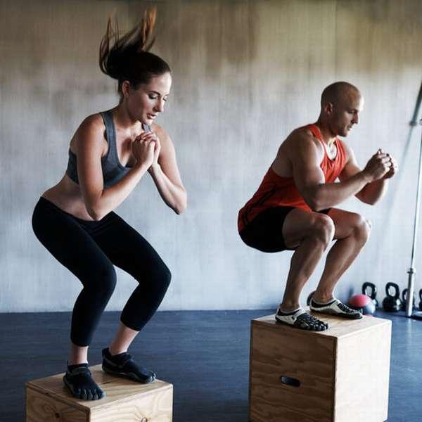 Изометрические упражнения: комплекс в домашних условиях для женщин и мужчин