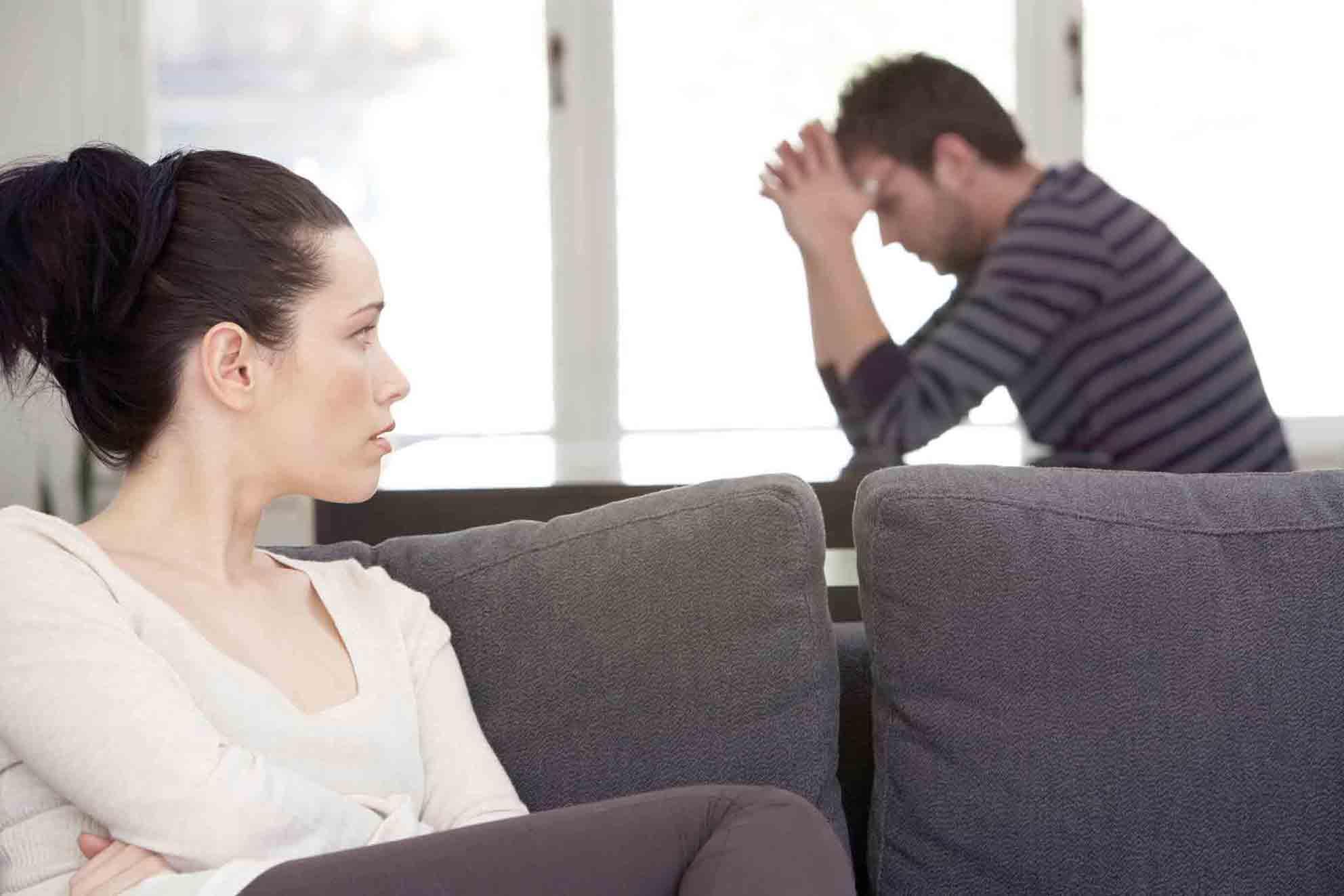 Почему женщина изменяет мужу: психология женской измены, что это значит с психологической точки зрения, глазами психолога, давление для признания в неверности замужней