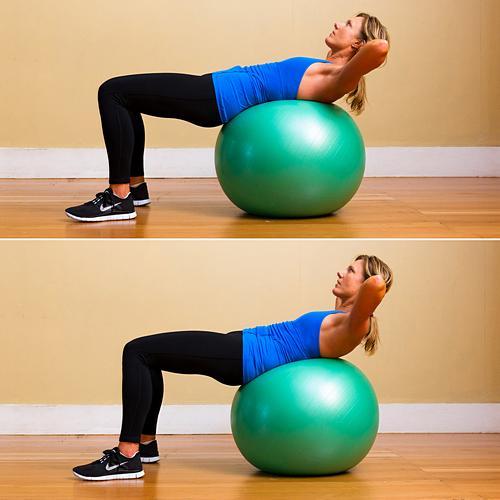 Упражнения на фитболе для пресса девушек и мужчин