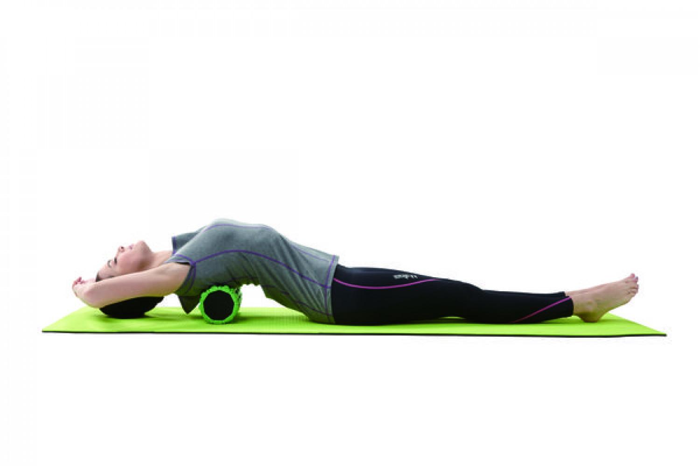 Японская гимнастика с валиком из полотенца: упражнения для позвоночника. как лежать на валике из полотенца для спины, шейного отдела