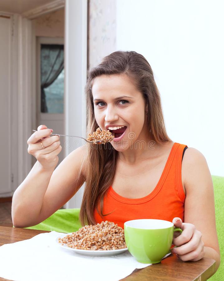 Почему иностранцы не едят гречку - вы будете потрясены: почему за рубежом в магазинах не встречается гречка коричневого цвета, в каких странах в мире её любят