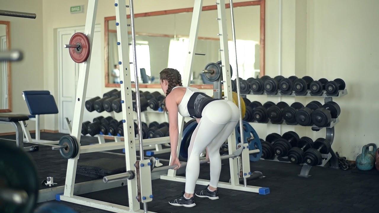 Упражнения в тренажере смита для девушек и мужчин