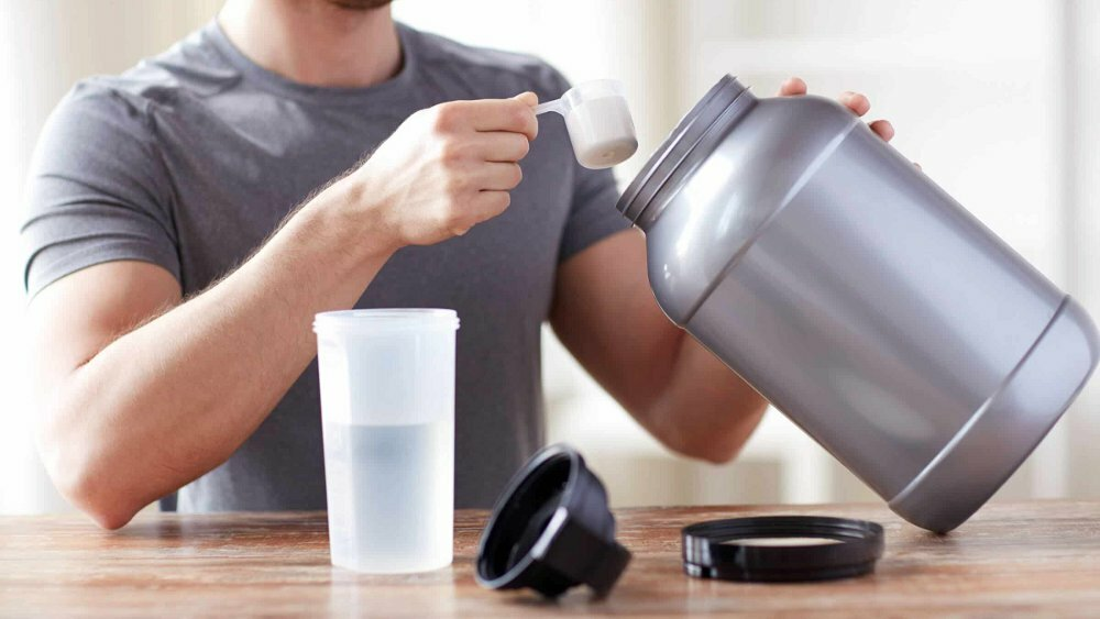 Как употреблять протеин: пьем за мышцы