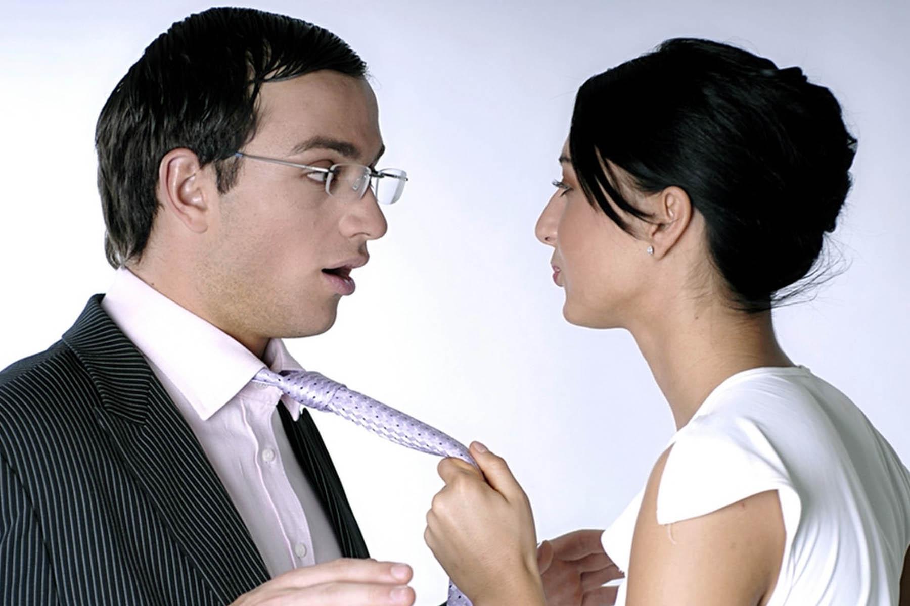 Топовые способы привлечь внимание мужчины, который нравится