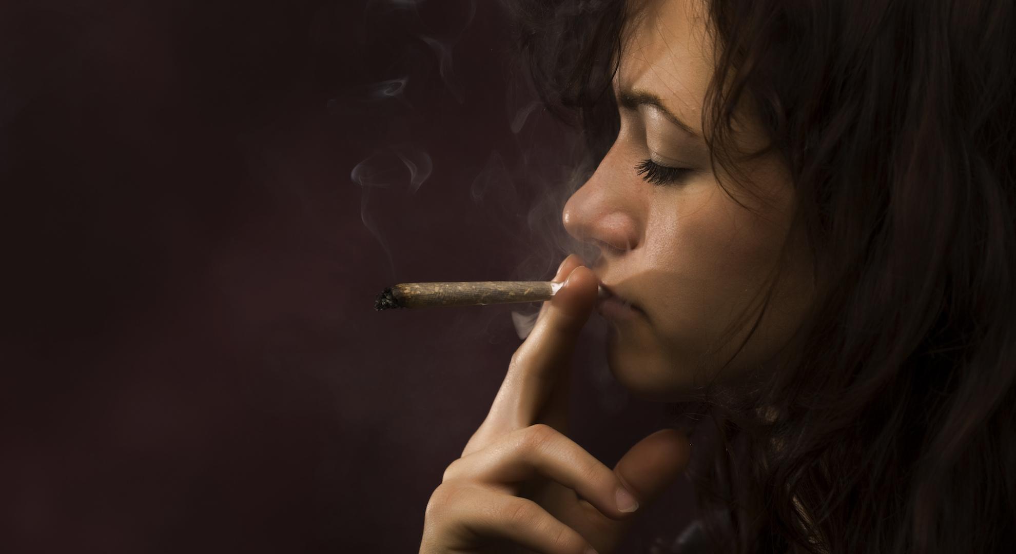 Почему девушки курят?