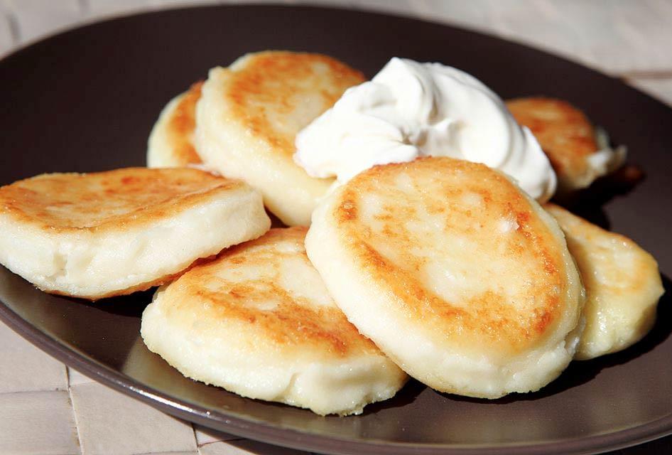 Сырники пп из творога: рецепты на сковороде в духовке и мультиварке