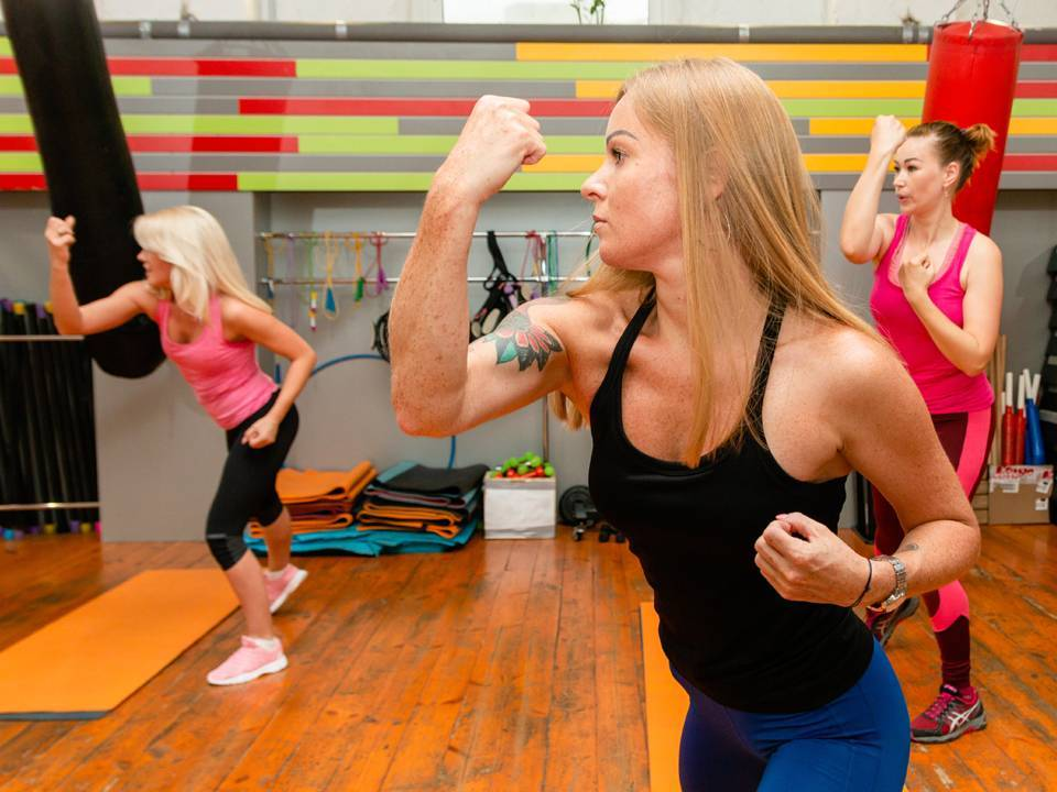 Тай бо тренировка (аэробика): упражнения для начинающих, видео урок