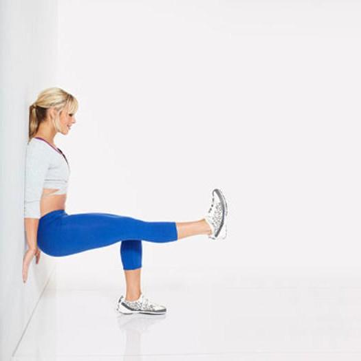 Приседания у стены: техника выполнения, какие мышцы работают