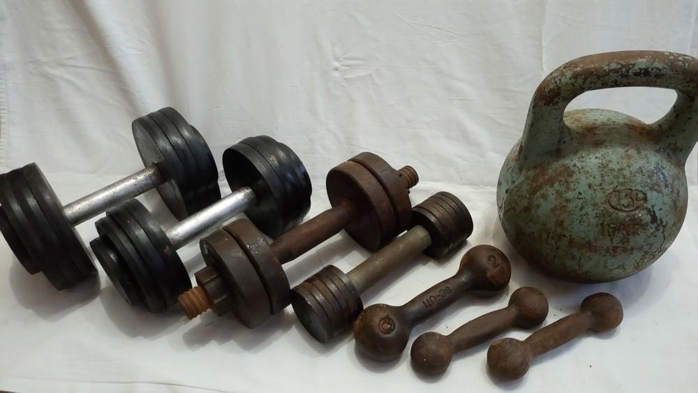 Какие гантели лучше купить для дома мужчине: выбор материала для гантелей, особенности изготовления, расчет веса для мужчин и правила эффективной тренировки
