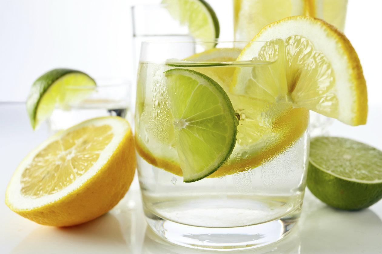 Топ-6 фактов: чем полезна вода с лимоном для организма