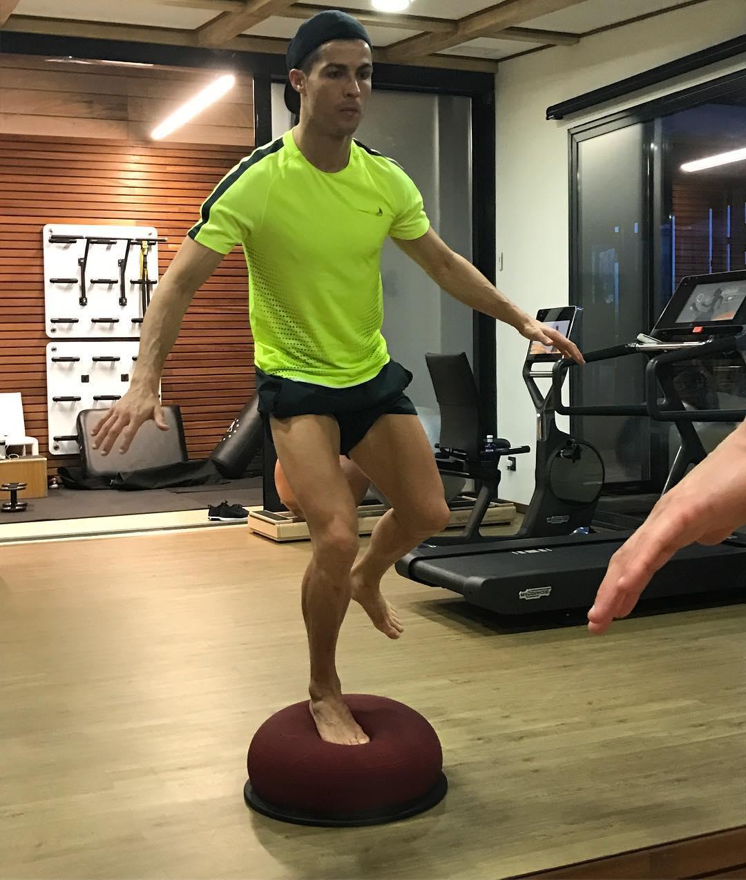 Роналду на базе. как тренируется криштиану.  спорт-экспресс