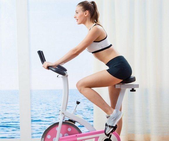 Какой спортивный инвентарь лучше выбрать для похудения— беговую дорожку или велотренажер?