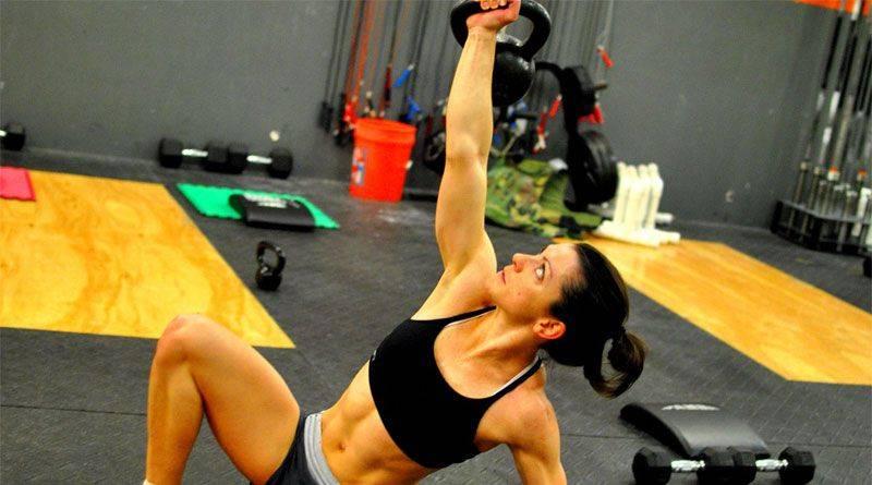 Турецкий подъем с гирей - как тренироваться правильно