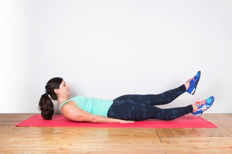 Подъем ног лежа на скамье. упражнение для мышц пресса