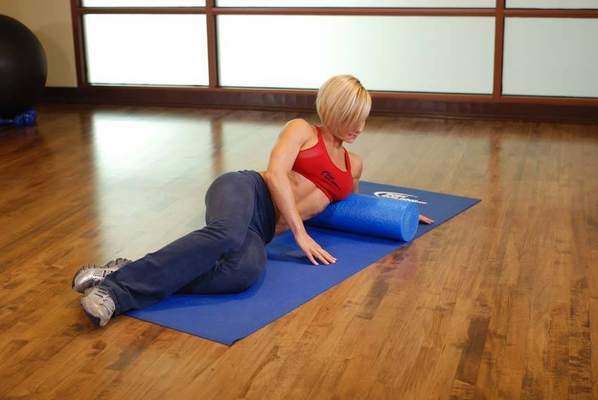 Японская гимнастика с валиком из полотенца: упражнения для позвоночника