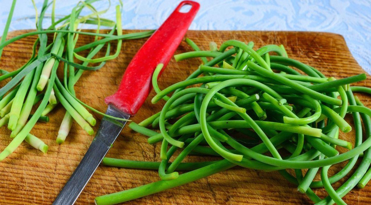 Паста из чесночных стрелок – кулинарный рецепт