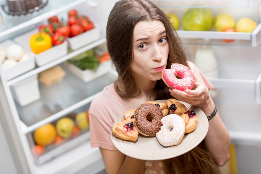 Как перестать жрать все подряд и похудеть: причины проблемы, психология, советы диетологов