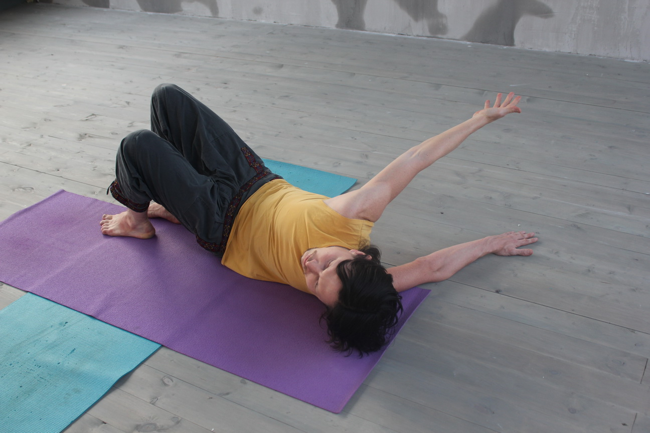 Йога для расслабления плечевого пояса - в домашних условиях, побочные эффекты, рецепты, фото