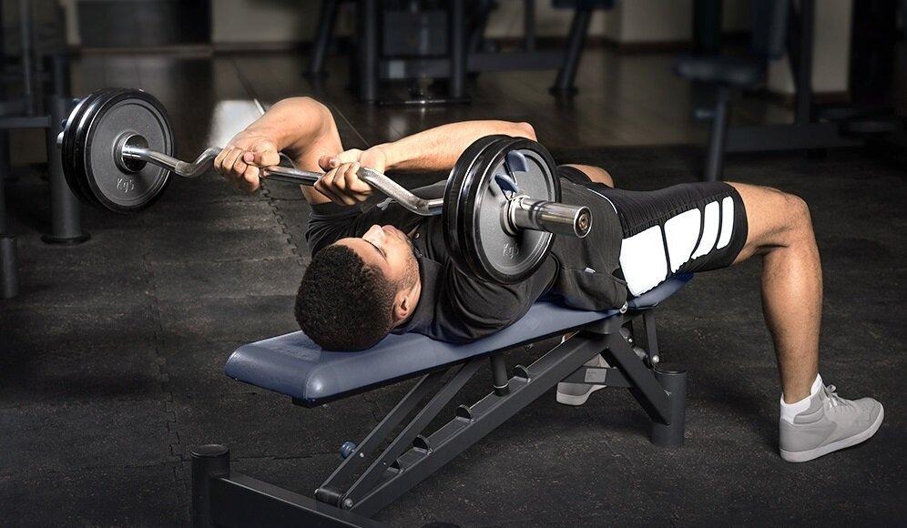 Жим штанги лежа: техника выполнения упражнения и нормативы
