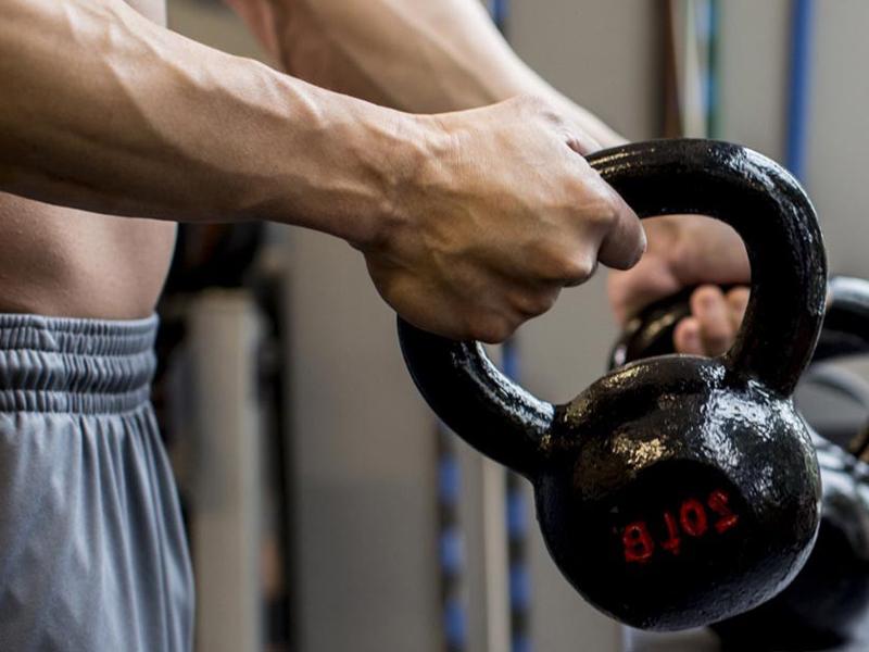 Гиря - универсальный спортивный снаряд, как выбрать и что лучше гантели или гири