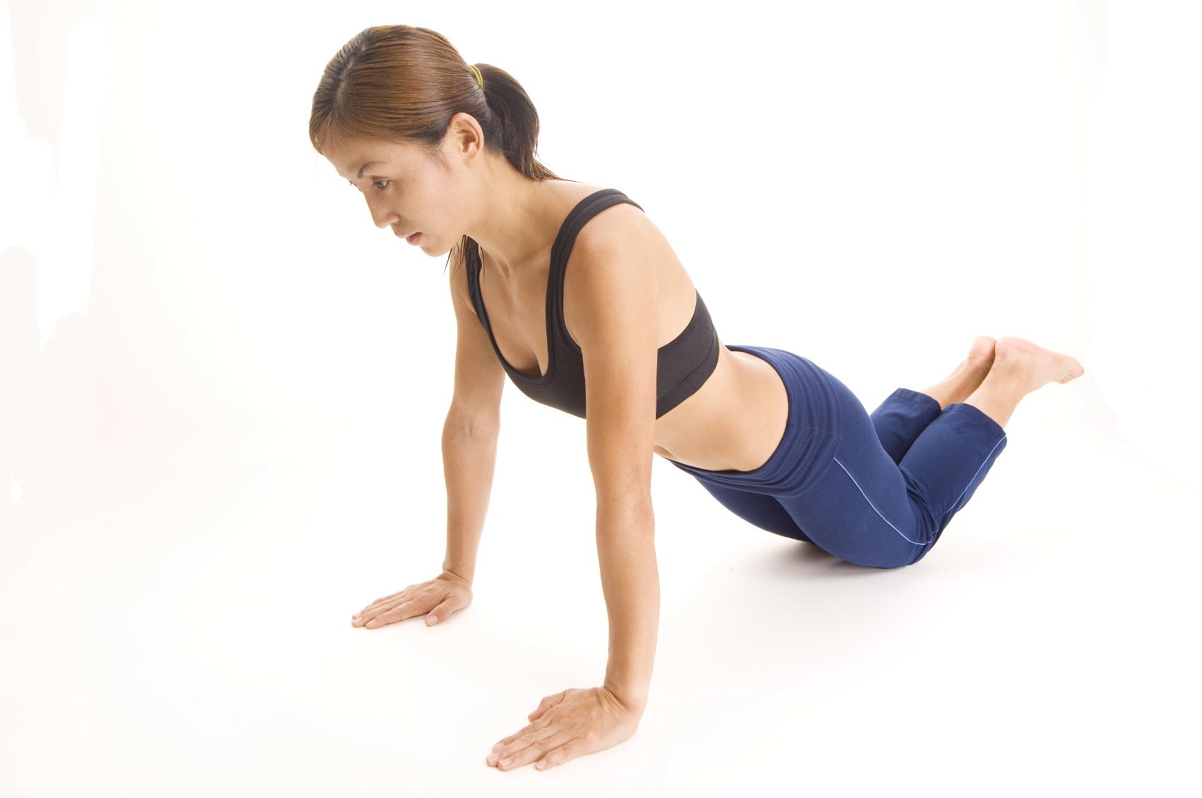 Упражнения для трицепса для женщин в домашних условиях и в тренажерном зале
