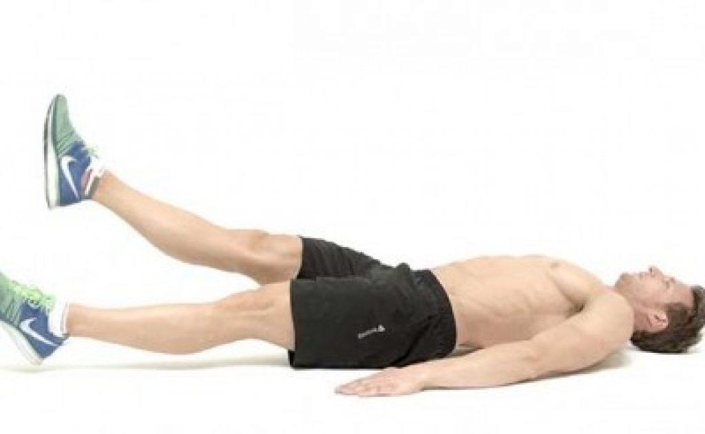 Подъем ног в висе: варианты с подъемом колен и прямых ног на турнике