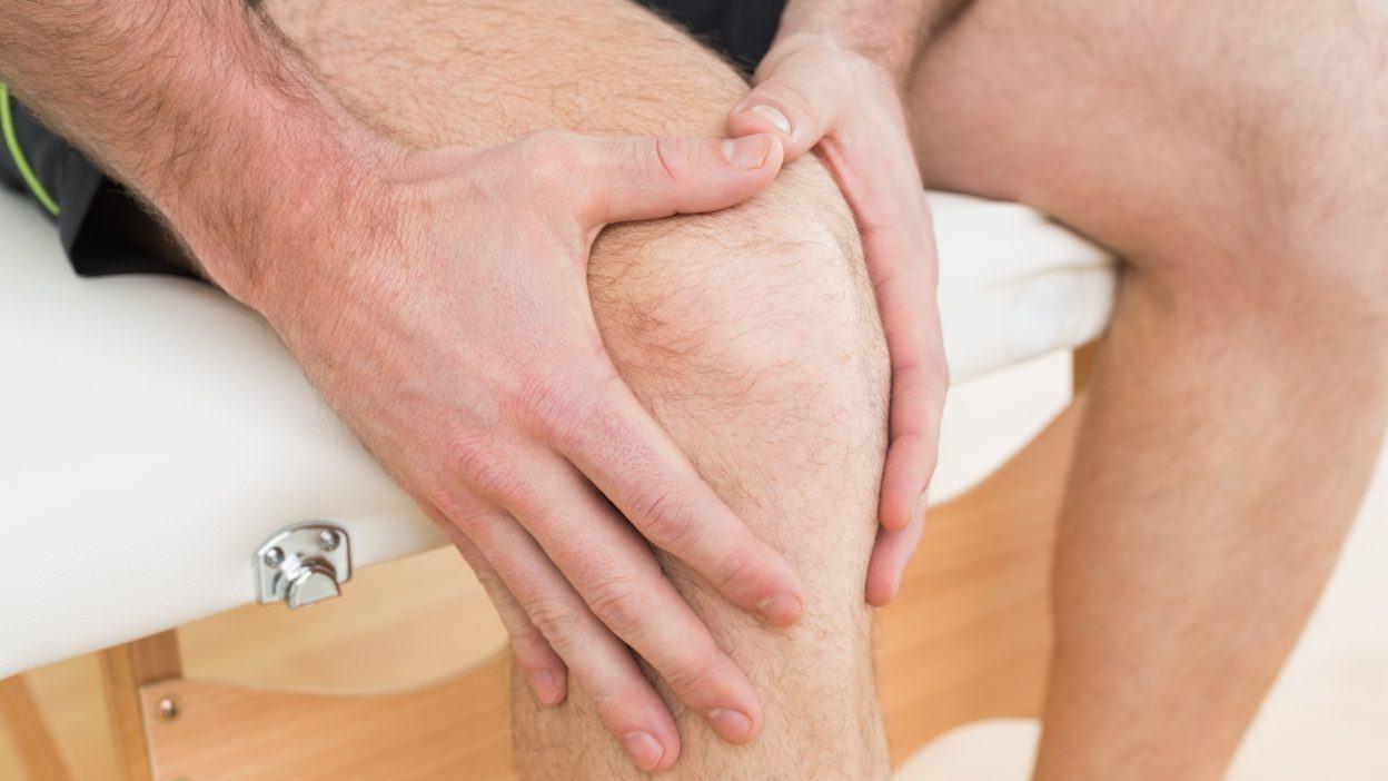 Болят ноги (ломит, ноет): причины боли, к какому врачу обратиться, что делать, как лечить?