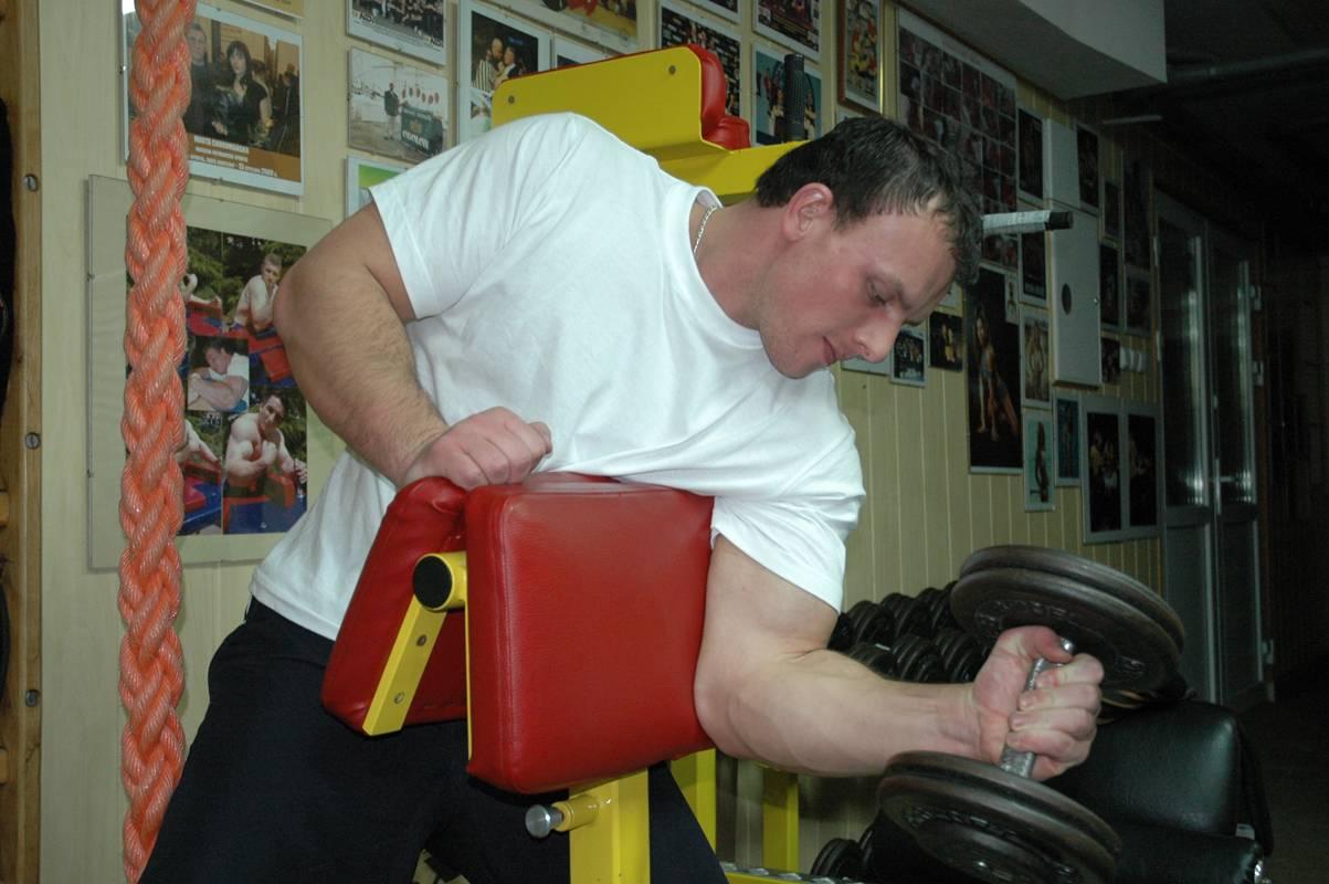 Упражнения для армрестлинга: тренировка рук в домашних условиях и тренажёрном зале