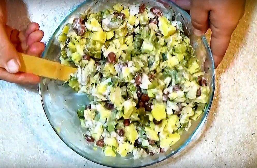 Почему салат обязательно нужно заправлять маслом
