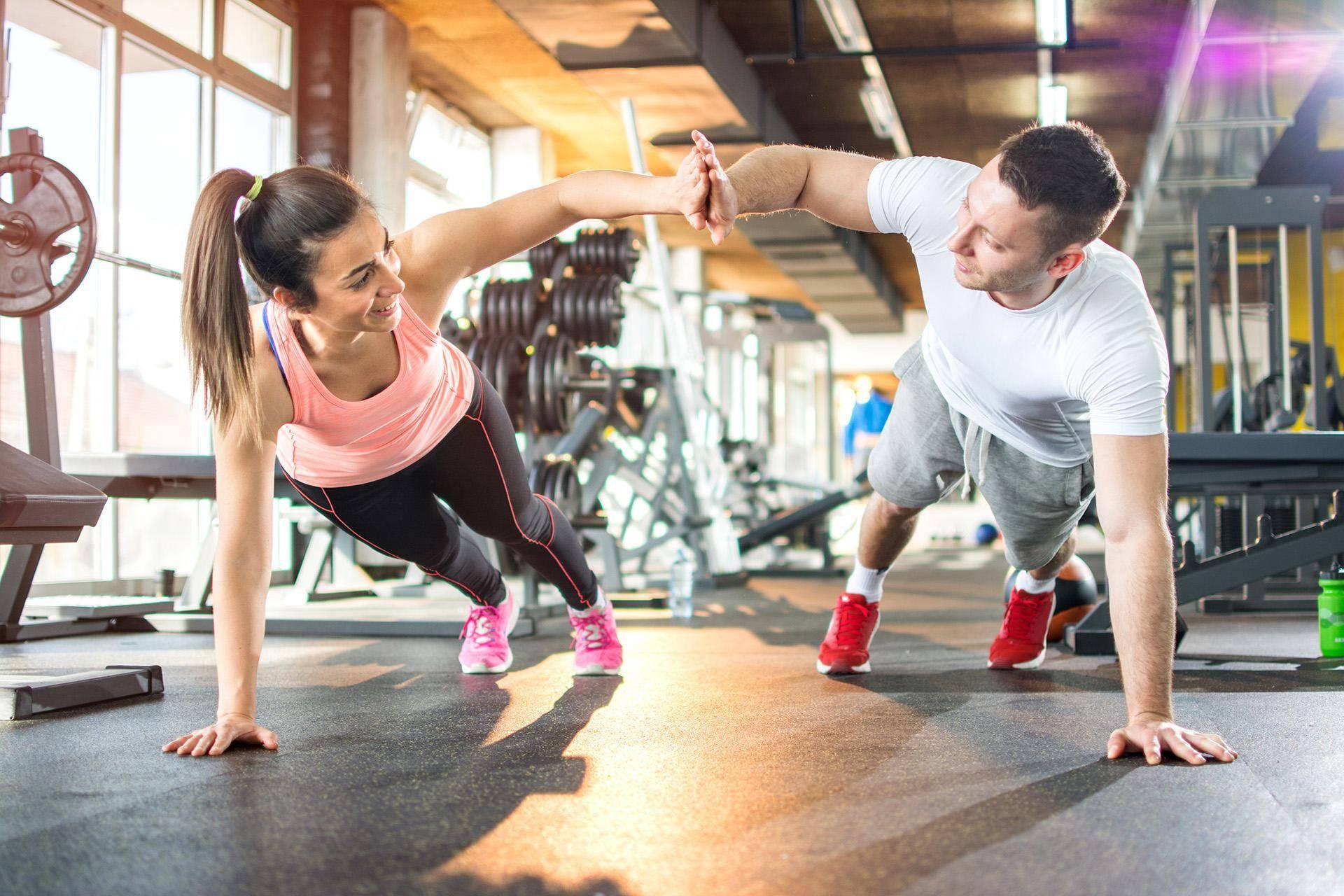 Как правильно тренироваться в спортивном зале: правила и рекомендации