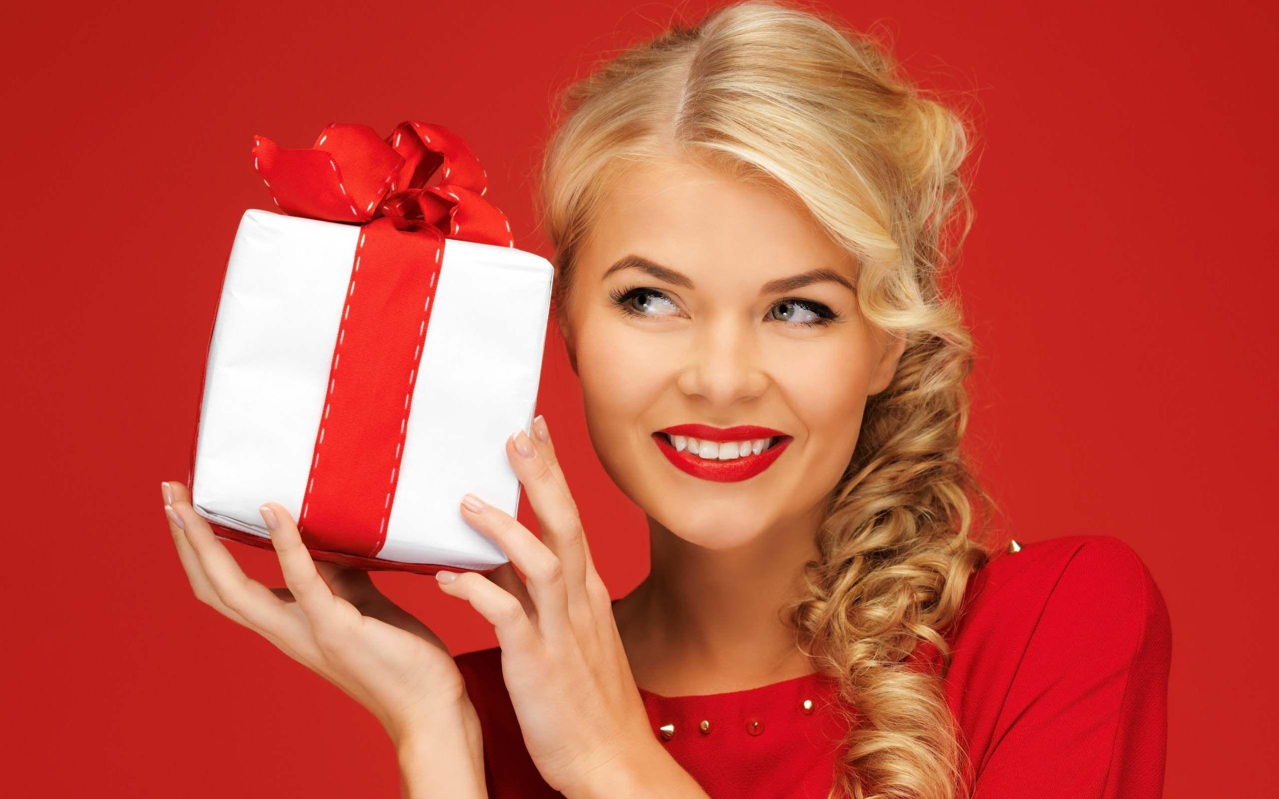 Подарок бывшей девушке - какая цель и как выбрать