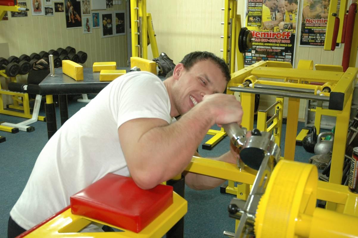 Упражнения для развития силы в армрестлинге - тело атлета