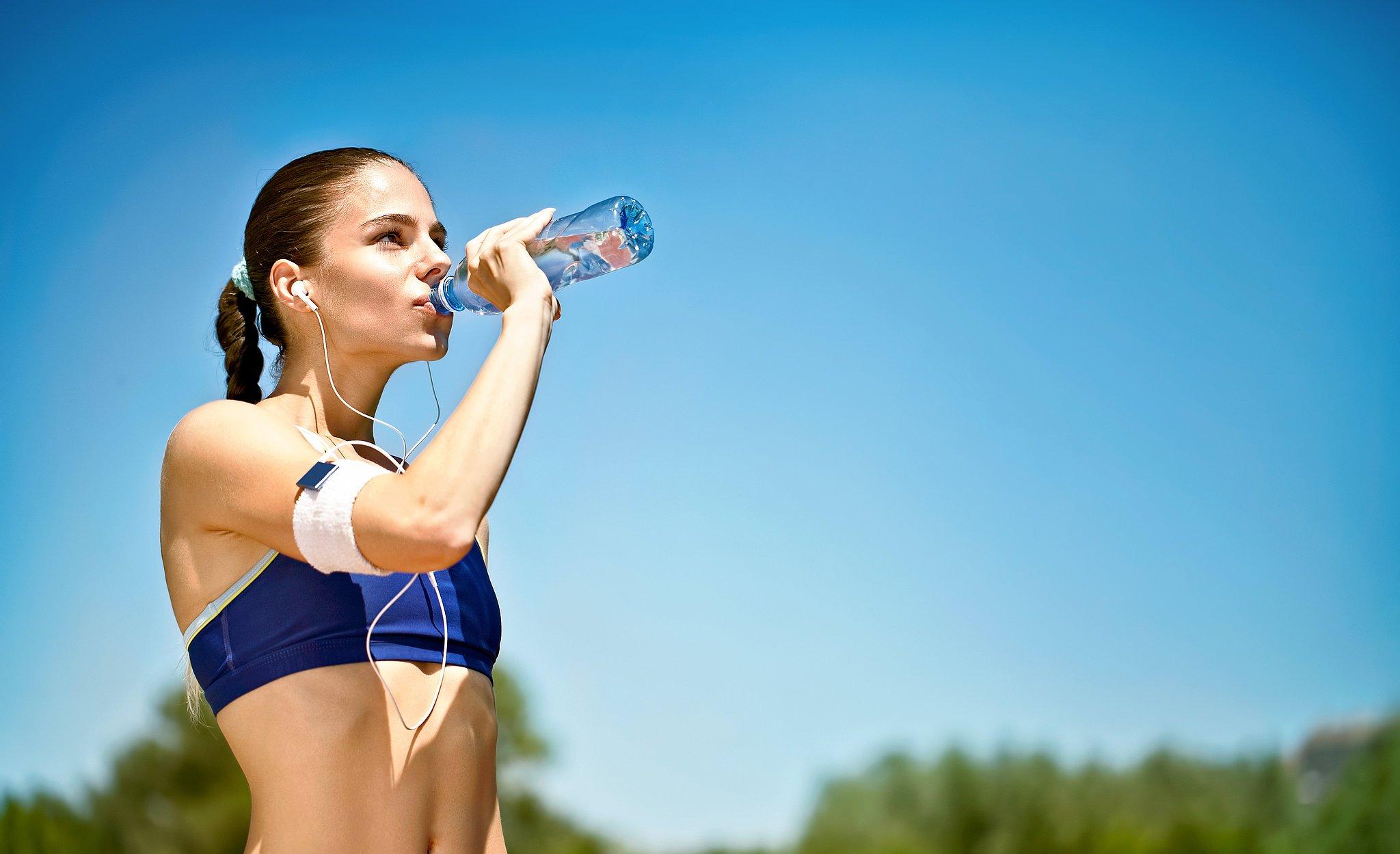 Потребление воды во время и после тренировки: можно или нельзя, какую лучше пить