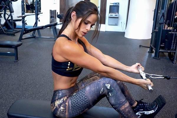 Как стать фитнес бикини с нуля для соревнований на сцене?