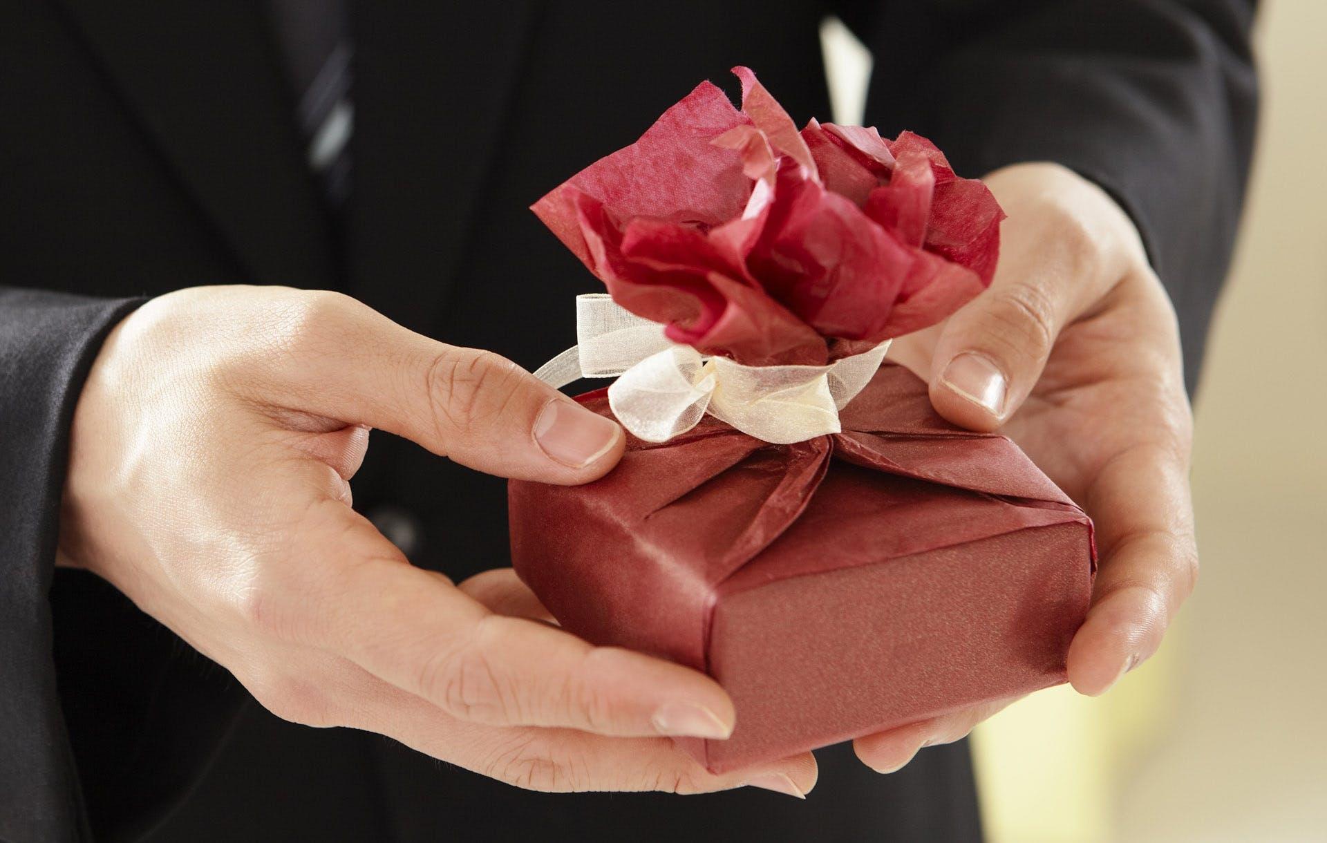 100 идей практичных подарков для женщины