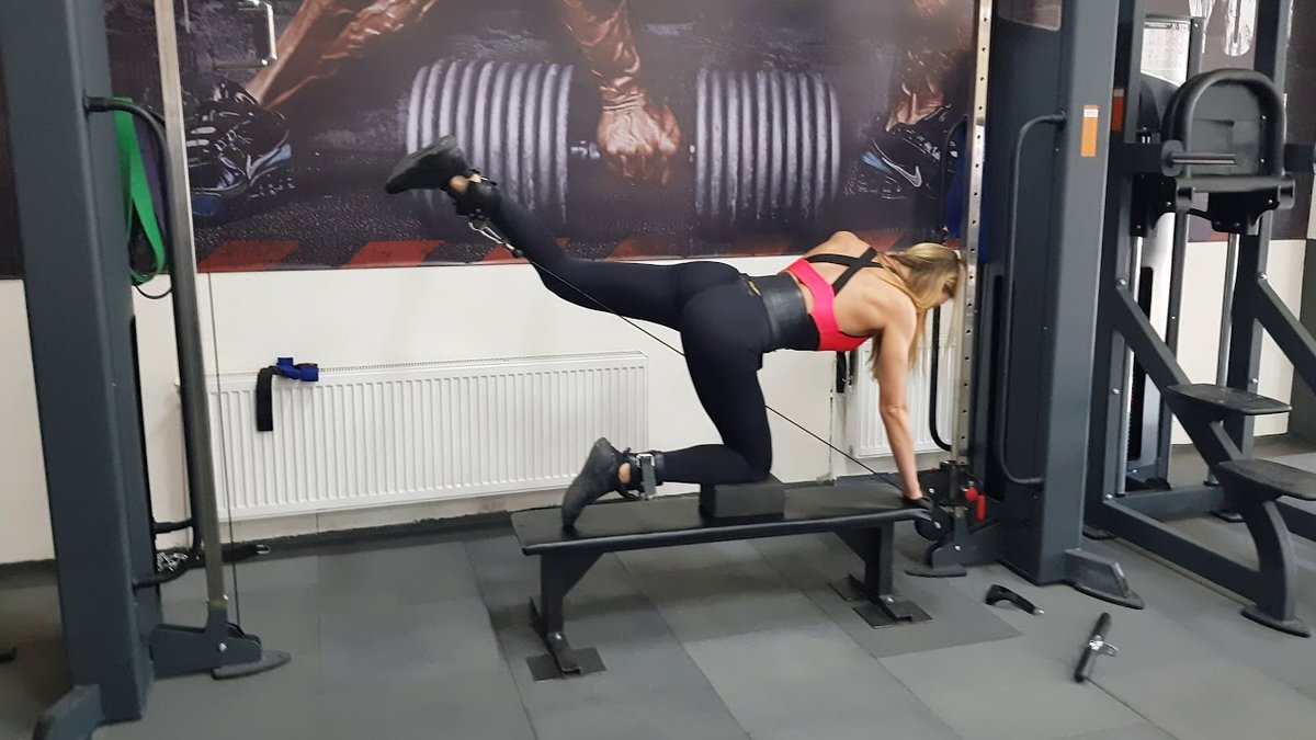 Тренажер отведение ноги назад стоя - спорт и питание