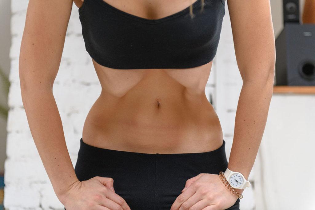 Упражнение вакуум для живота: как правильно делать для похудения и пресса