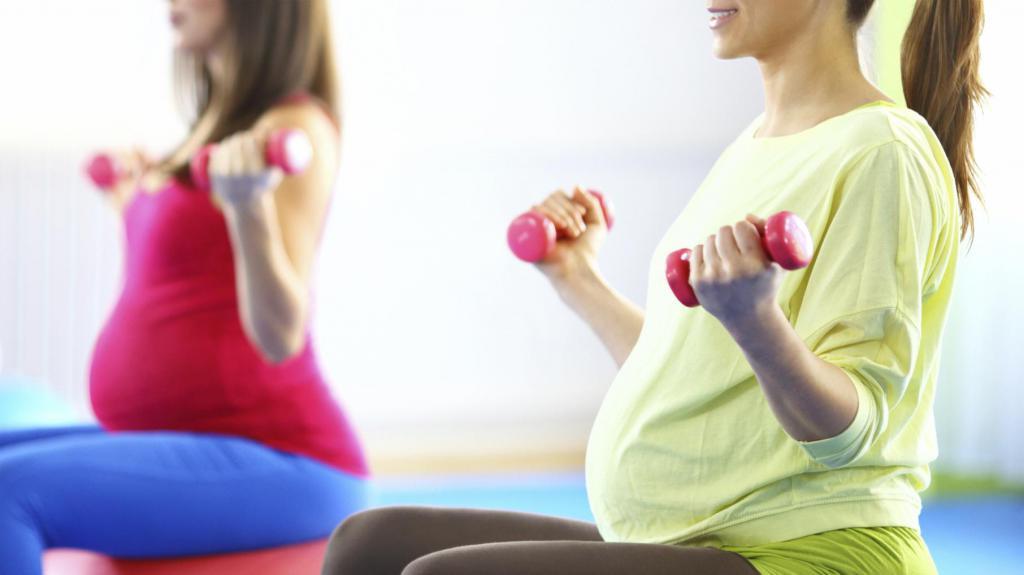 Как тренироваться во время беременности