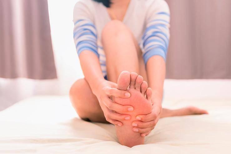 Почему в жару отекают ноги: причины и профилактика