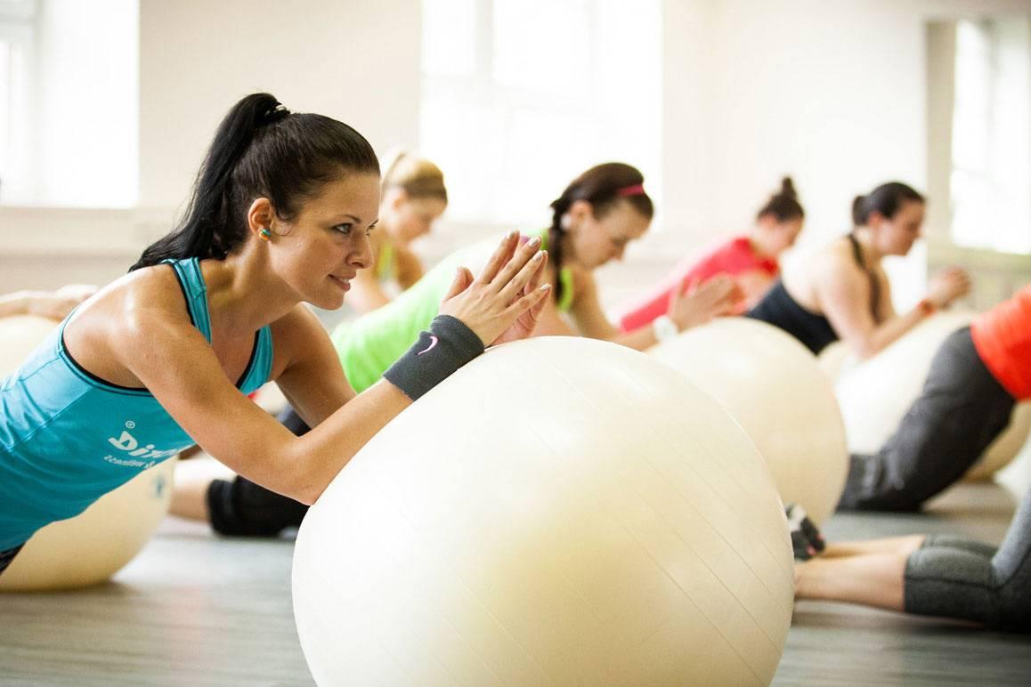 Занятия в зале или групповой фитнес: плюсы и минусы