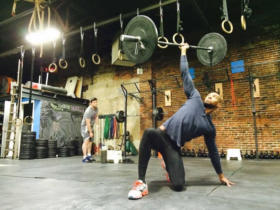 Программы и комплексы упражнений кроссфита для мужчин и женщин | rulebody.ru — правила тела
